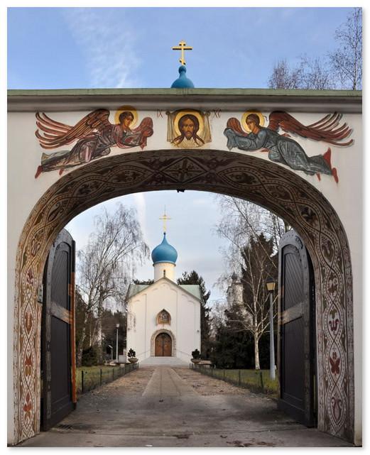 Ворота на кладбище Сент-Женевьев-де-Буа