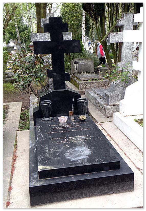 Могила А.Галича. На русском кладбище в Париже