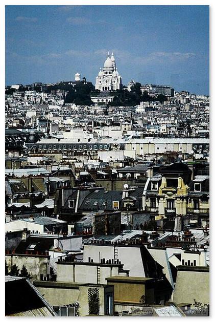 Париж. Монмартр. Вид из окна Центра Помпиду
