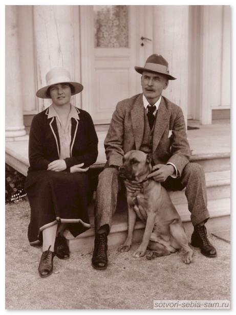 Кнут Гамсун с женой_1925